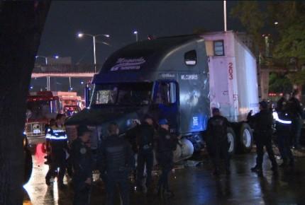Persecución termina en carambola de 15 vehículos; hay 9 heridos