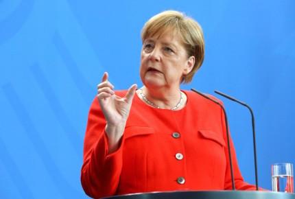 Diplomático maltés renuncia tras comparar a Merkel con Hitler