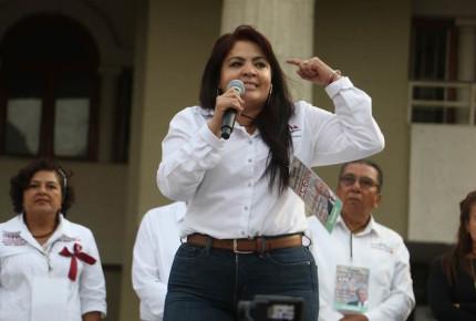 Nestora renuncia a doble nacionalidad para ir al Senado