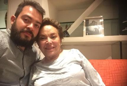 Elba Esther sonríe tras su liberación en las redes