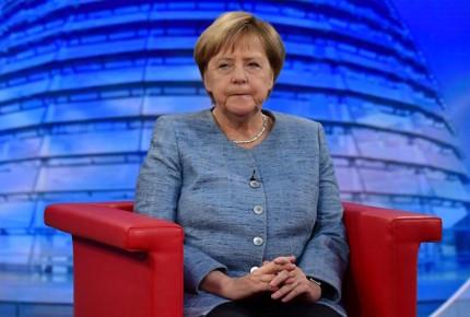 """Denuncia Merkel a la extrema derecha de """"caza colectiva"""" contra migrantes"""