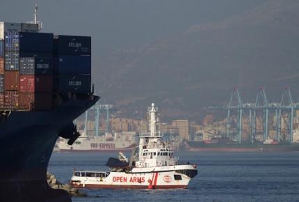 Recibe España a buque con 87 migrantes que Italia no quiso acoger