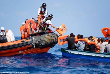 Italia y Malta rechaza recibir a 141 migrantes; buque busca puerto seguro