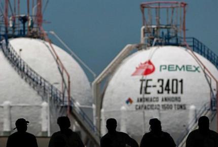 Advierte S&P riesgo en nota de México por deuda de Pemex y CFE