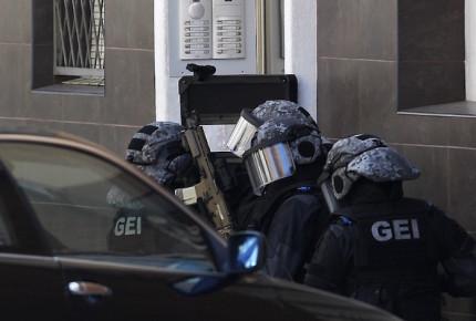 Policía evita acto terrorista en Cataluña; abaten al atacante