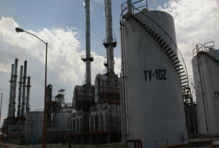Refinería de AMLO es un riesgo para la deuda de Pemex: Moody's