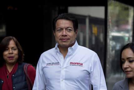 Ordenan al INE dar registro a Delgado como dirigente de Morena