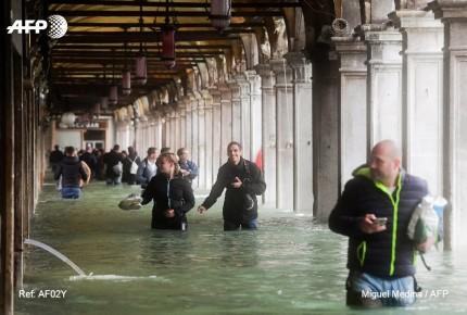 Venecia bajo el agua a nivel récord por temporal que pega a Italia