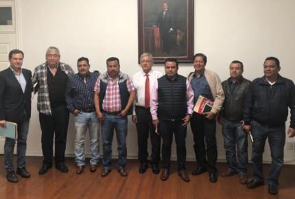 CNTE habla con AMLO sobre reforma educativa y maestros cesados