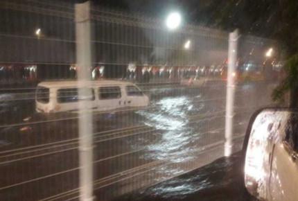 Intensas lluvias en CDMX paralizan Insurgentes Norte