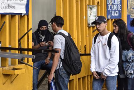 CCH Azcapotzalco amplía paro; demandan a rector cumpla pliego