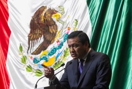 Osorio Chong pide a PGR pensar más en las víctimas del caso Iguala