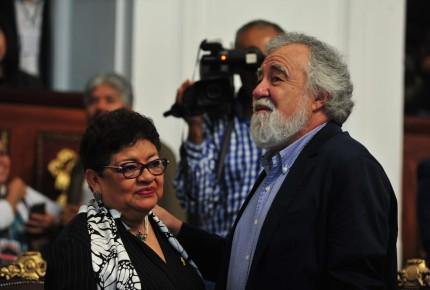 Congreso de CDMX avala licencia a Encinas; lo despiden con loas