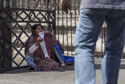 Policía rescata a 63 indígenas obligados a pedir limosna en Oaxaca