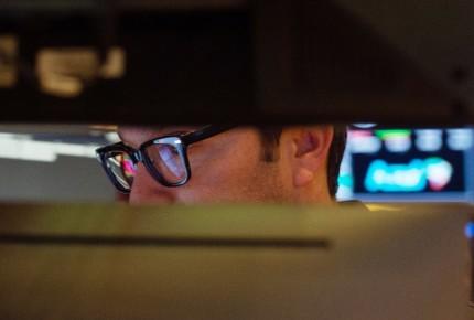 Wall Street sufre fuerte caída; desplome en valores de tecnología