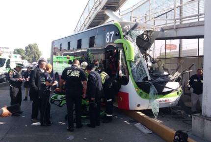 Mexibús choca en Ecatepec; hay 20 heridos