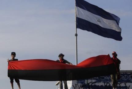 """Dan 17 años de cárcel a 3 estudiantes por """"terrorismo"""" en Nicaragua"""