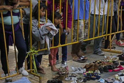 Más de 100 niños van sin familiares en primera caravana migrante