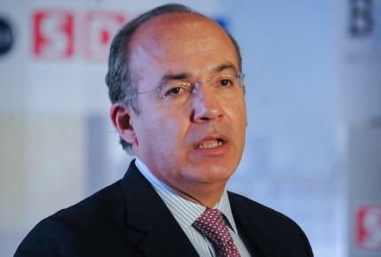 """Felipe Calderón usaría """"toda la fuerza pública"""" para defender Aguililla"""