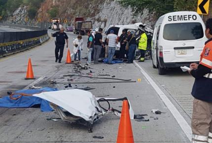 Accidente vehicular en la Autopista del Sol deja cinco muertos