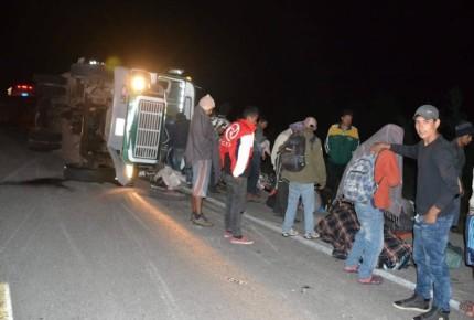 Se accidenta autobús en que viajaban migrantes; hay 10 heridos