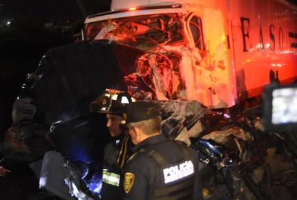 Suben a 10 las víctimas de accidente en la México-Toluca