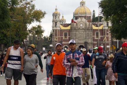 Migrantes 'botan' sueño americano; esperan visa de AMLO
