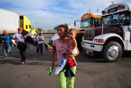 Segunda caravana migrante deja CDMX y avanza hacia Querétaro