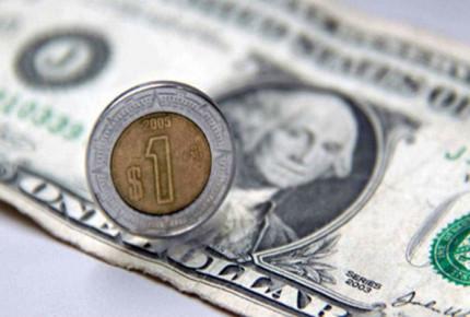 Peso vuelve a cerrar con ganancia; se cotiza en 24.01 unidades