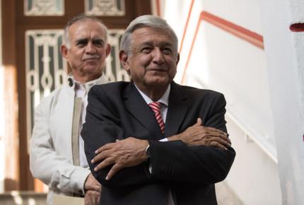 López Obrador se reúne con contratistas del NAIM