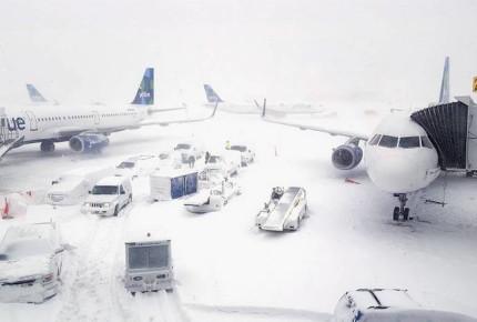 Cancelan más de mil vuelos en EU por tormenta invernal