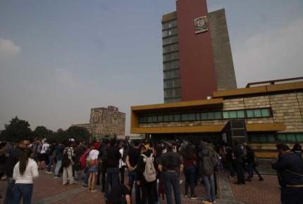 Estudiantes marchan a Rectoría de la UNAM
