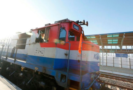 Con ceremonia simbólica reconectan trenes y carreteras en las Coreas
