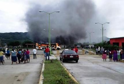 Arranca con disturbios elección extraordinaria en Oaxaca