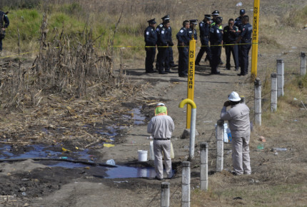 Buscan agravar sanción a trabajadores de Pemex que colaboren con 'huachicoleros'