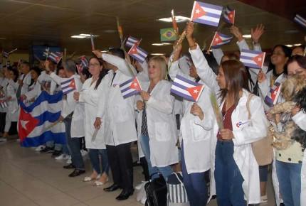 Salud desmiente llegada de médicos cubanos a México