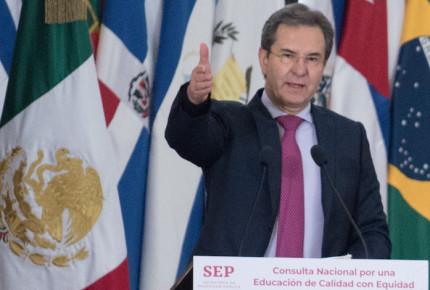 Evaluación continuará, en vez de sanciones habrá capacitación: Moctezuma