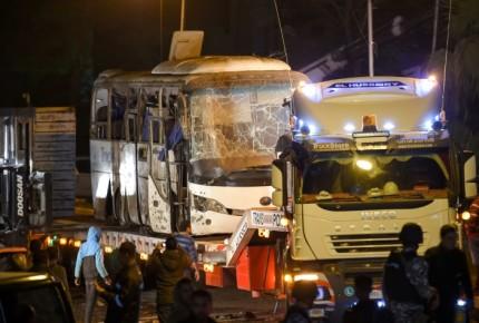 Policía egipcia abate a 40 'terroristas' tras atentado contra turistas en Guiza