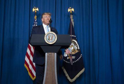 Trump firma orden para suspender inmigración hacia EU