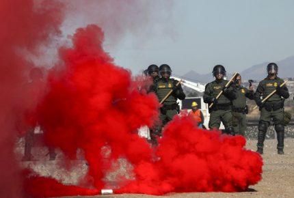 Patrulla fronteriza de EU muestra tácticas durante simulacro
