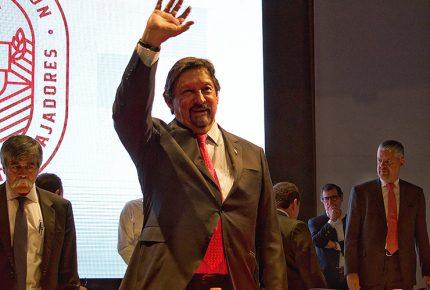 Fracción minera pide desaforar a Napoleón Gómez Urrutia