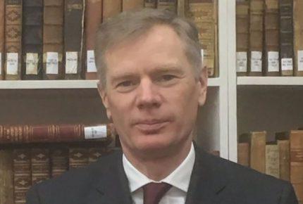 Reino Unido denuncia retención de su embajador en Irán