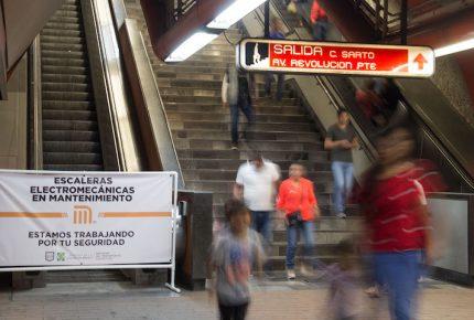 Orines dañan escaleras eléctricas del Metro en CDMX