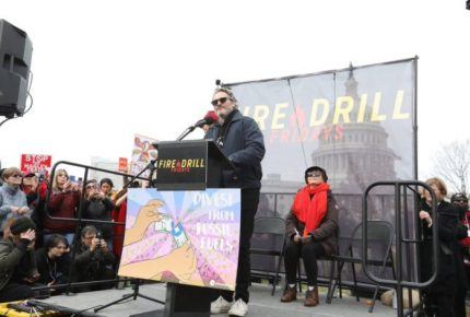 Detienen al actor Joaquin Phoenix en protesta