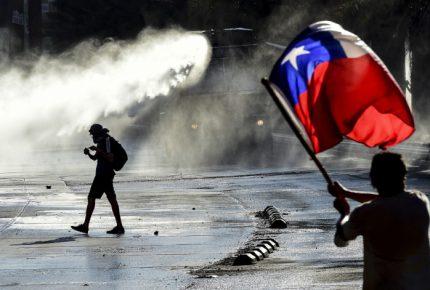 Crisis social golpea economía de Chile y cae 3.3%