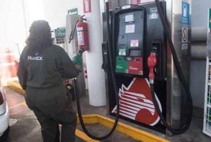 """Con alza de 58% en IEPS a gasolinas, AMLO pide ganancias """"razonables"""""""