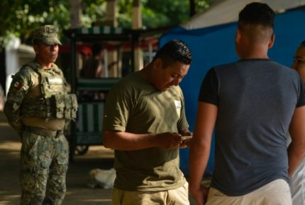 México blinda frontera sur ante llegada de caravana migrante