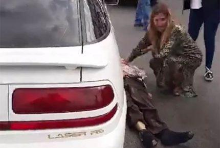 Alcaldesa de Reynosa auxilia a víctima de accidente vial