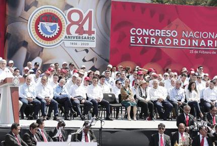 AMLO ofrece a CTM revisar contratos y sistema de pensiones