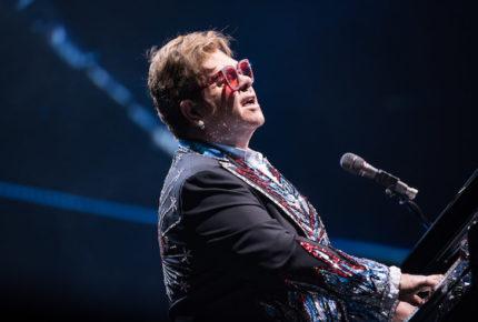 Elton John suspende concierto... ¡Tras quedarse sin voz!